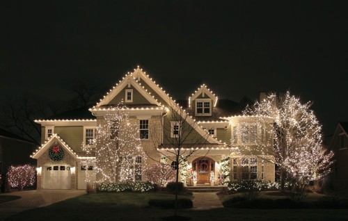 Holiday Lighting Tips for Safety and Style